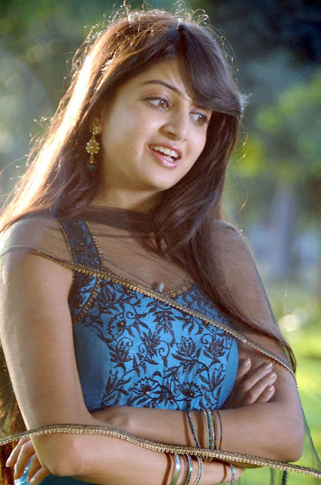 test poonam kaur new glamour  images