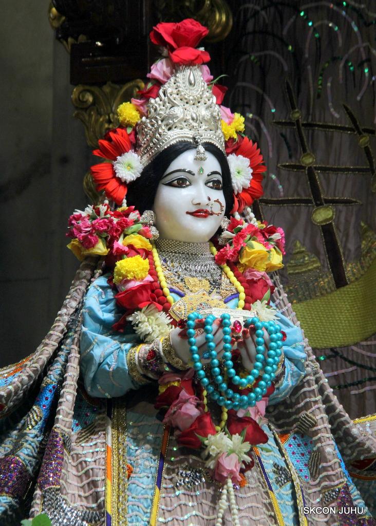 ISKCON Juhu Sringar Deity Darshan on 19th Oct 2016 (8)