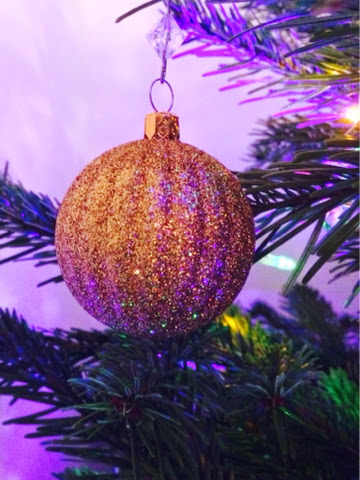B&Q gold glitter bauble