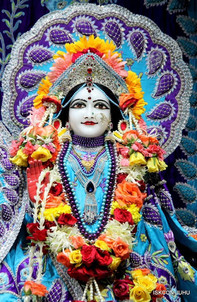 ISKCON Juhu Sringar Deity Darshan 17 Aug 2016 (25)