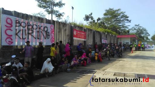 Giliran Warga Gelar Aksi di PT SCG Sukabumi