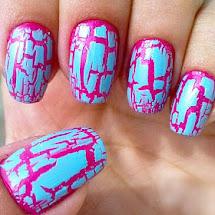 Esmaltes azul craquelado sobre esmalte rosa
