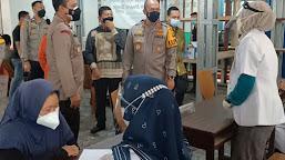 Kapolda Jambi Tinjau Vaksinasi Masal  Covid-19 di STKIP Muhammadiyah