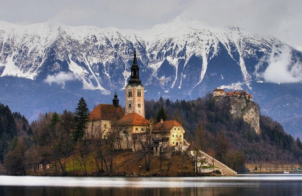 Magic+Bled+Island%252C+Slovenia%25E2%2580%2599s+Picturesque+Wedding+Location+%25283%2529.jpg