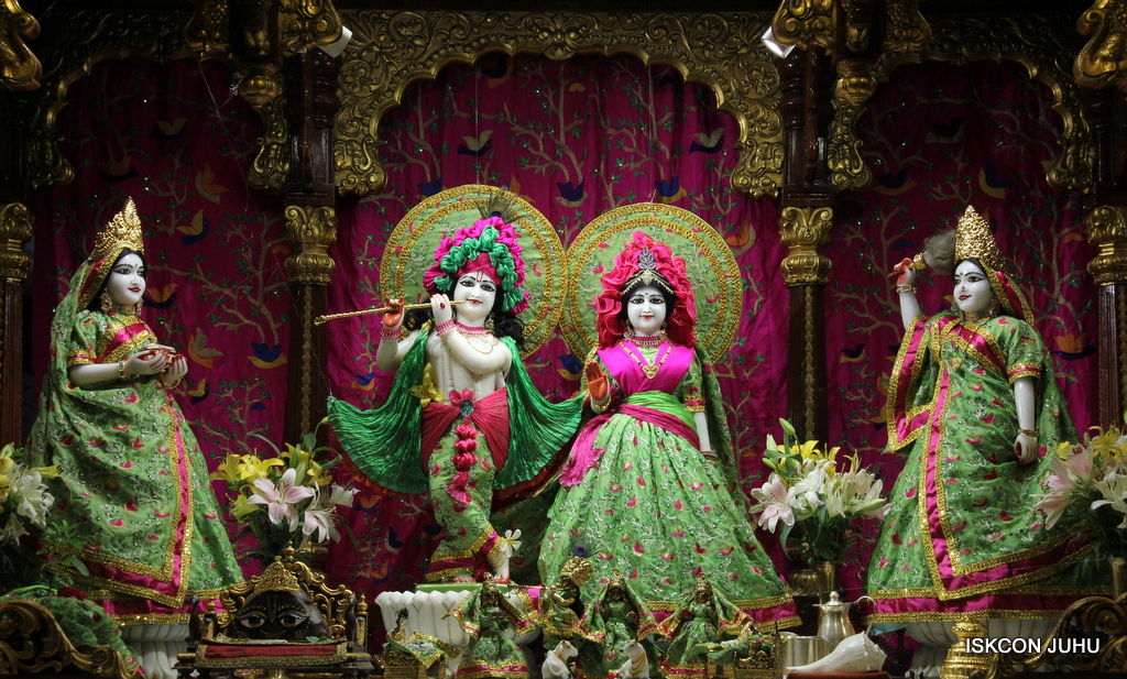 ISKCON Juhu Mangal Deity Darshan on 23rd Oct 2016 (25)