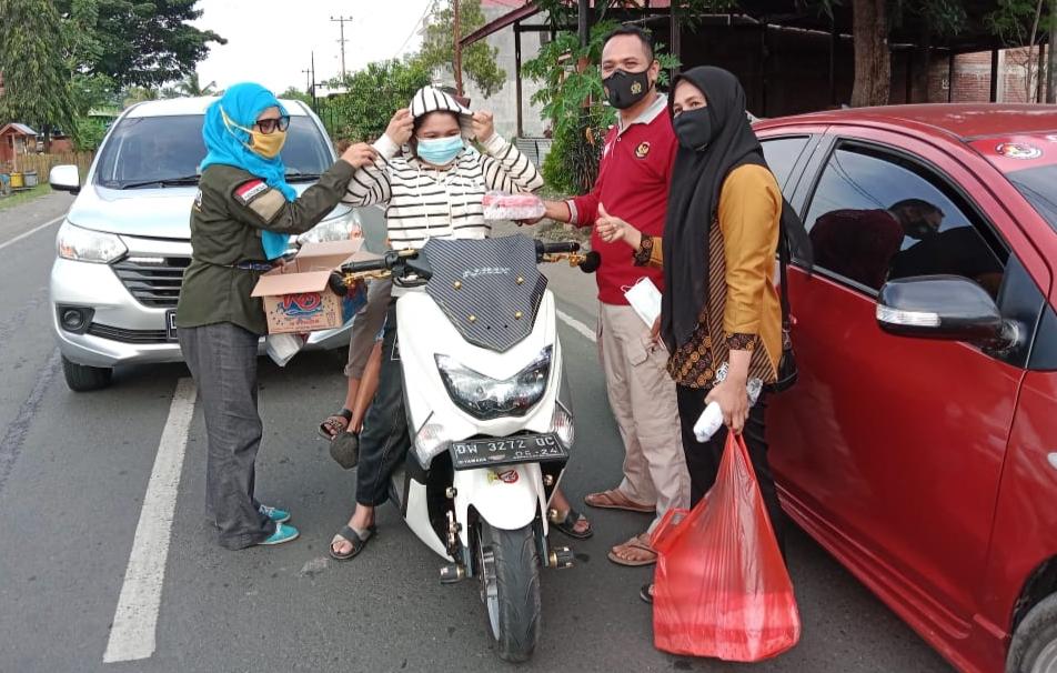IWO Soppeng Berbagi Takjil di Salaonro Lilirilau