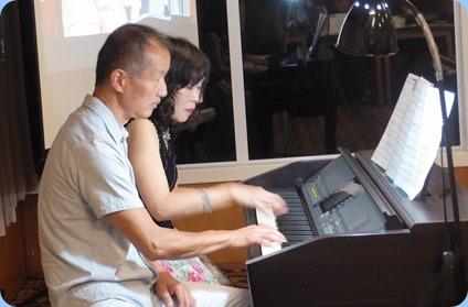 Taka Iida dueting with Reiko Noda. Photo courtesy of Dennis Lyons.