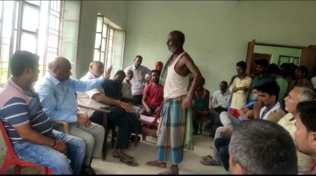 कोढा़ मूसापुर सरकारी पोखर पर से  ग्रामीणों ने की अतिक्रमण हटाने की मांग