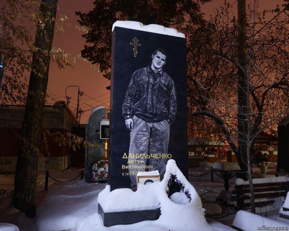 gangster-cemetery-yekaterinburg-7