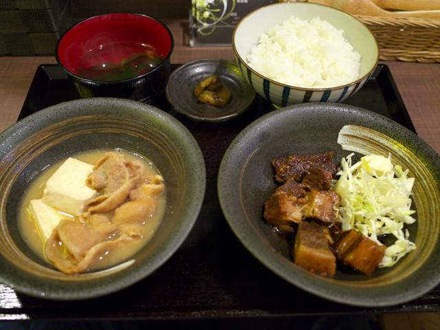 豚の角煮とモツ煮のミックス定食