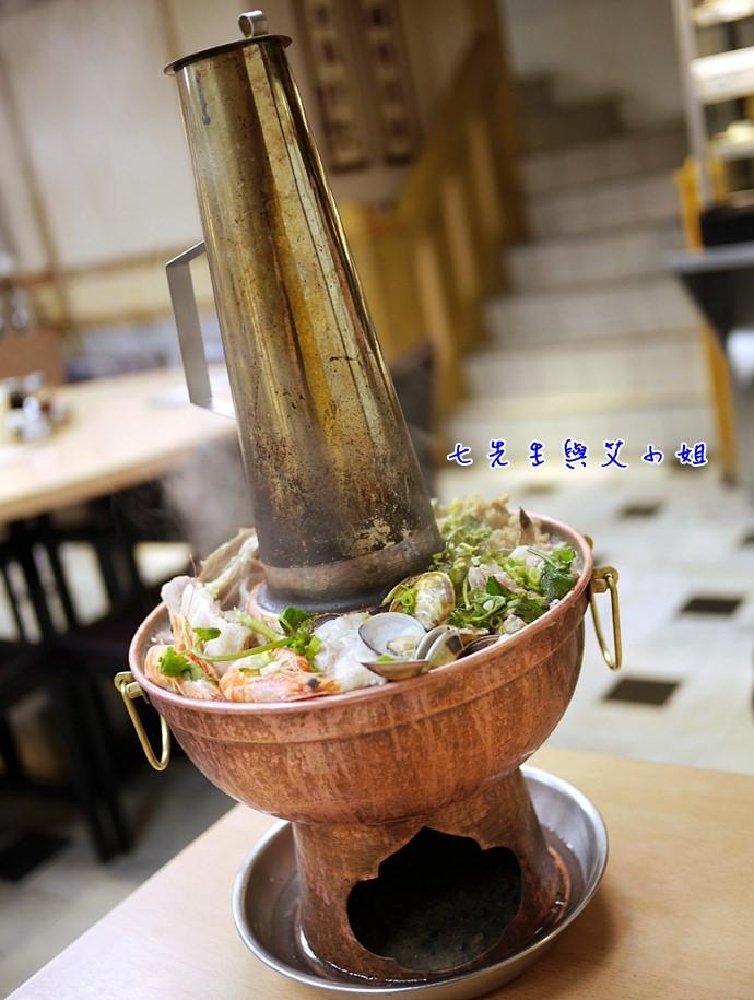 12 小酸菜白肉鍋