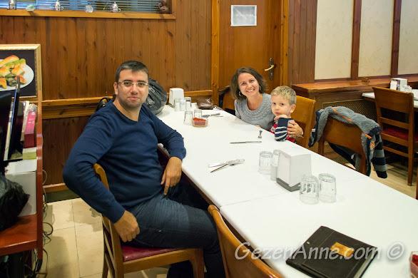 Gaziantep'te İmam Çağdaş'ta yemek yerken