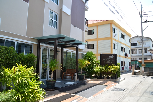 APRIL SUITES - ホテルの正面玄関
