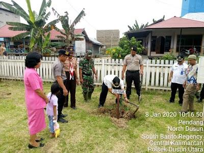 Jalankan Program Kapolri, Polsek Dusun Utara Lakukan Penghijauan