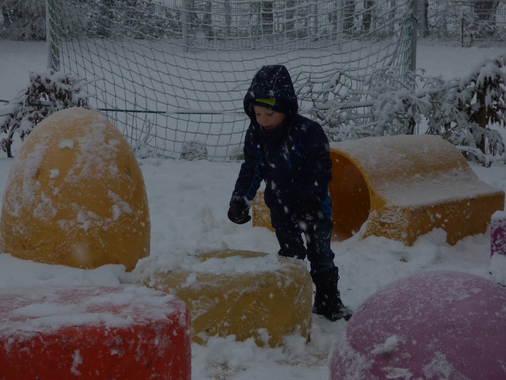Spelen in de sneeuw - P1060683.JPG