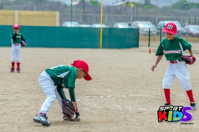 Juni 28, 2015. Baseball Kids 5-6 aña. Hurricans vs White Shark. 2-1. - basball%2BHurricanes%2Bvs%2BWhite%2BShark%2B2-1-32.jpg