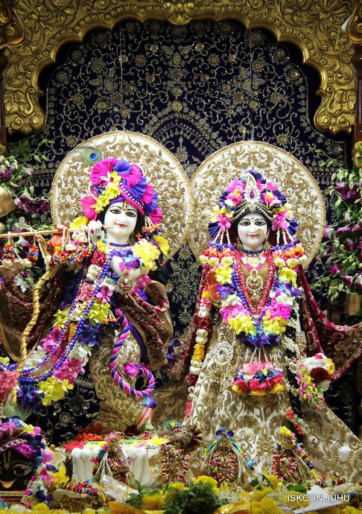 ISKCON Juhu Sringar Deity Darshan on 25th August 2016 (66)