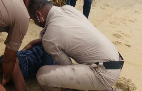 Girl rescued by lifesaver at Someshwara Beach | ಸಮುದ್ರಪಾಲಾಗುತ್ತಿದ್ದ ಯುವತಿಯ ರಕ್ಷಣೆ: ಬೀಚ್ನಲ್ಲಿ ಜೀವರಕ್ಷಕ ಈಜುಗಾರರ ಸಾಹಸ