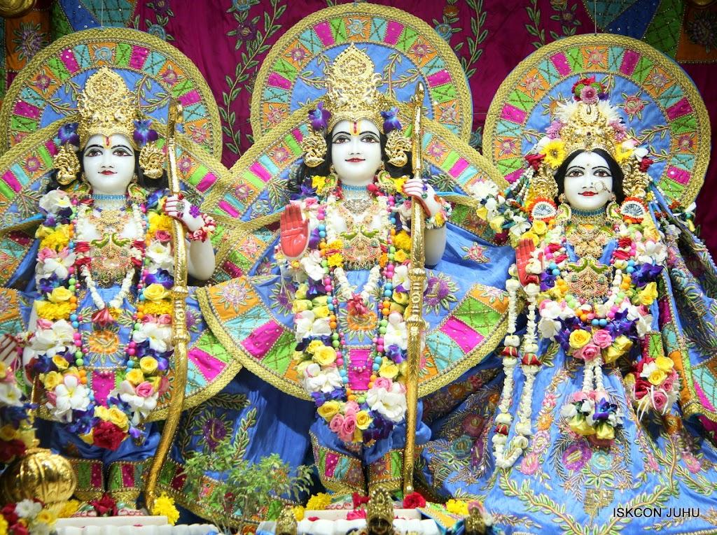 ISKCON Juhu Sringar Deity Darshan on 29th April 2016 (37)