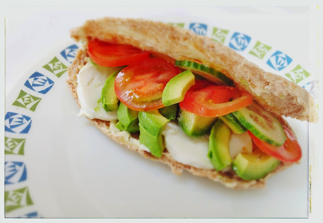 WHOLEMEAL PITTA WITH MOZZARELLA & AVOCADO, Mean Mother Cooker