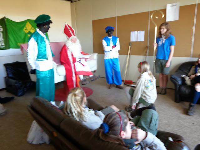 Sinterklaas op de scouts - 1 december 2013 - DSC00161.JPG