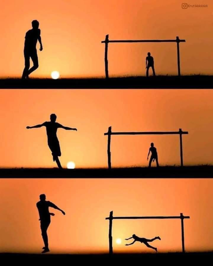 Foto Indah Sunset Keren Gambar Matahari Terbenam Unik Main Sepak Bola