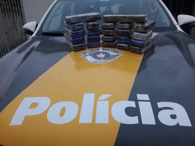 Adolescente é apreendido com 22 tijolos de maconha em ônibus na Marechal Rondon