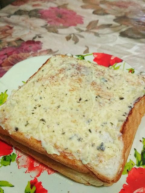roti dan garlic spread