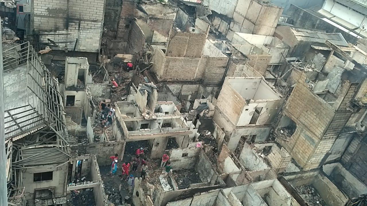 Ratusan Rumah Dilalap Si Jago Merah, Kapolres Jakbar Dirikan Tenda Darurat