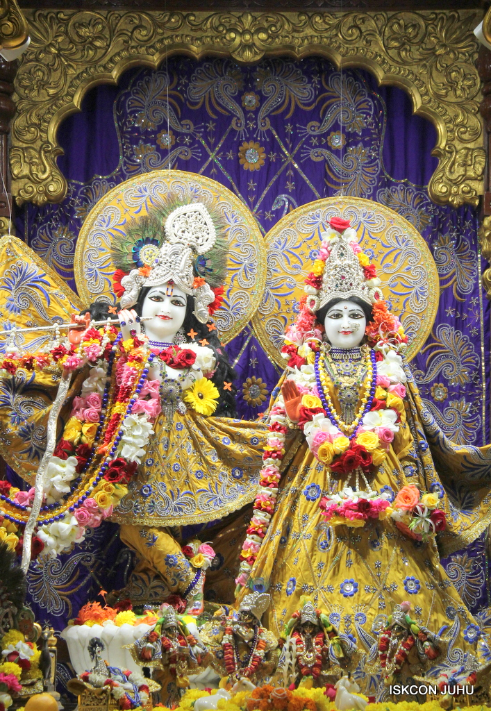 ISKCON Juhu Sringar Deity Darshan on 7th Sep 2016 (64)