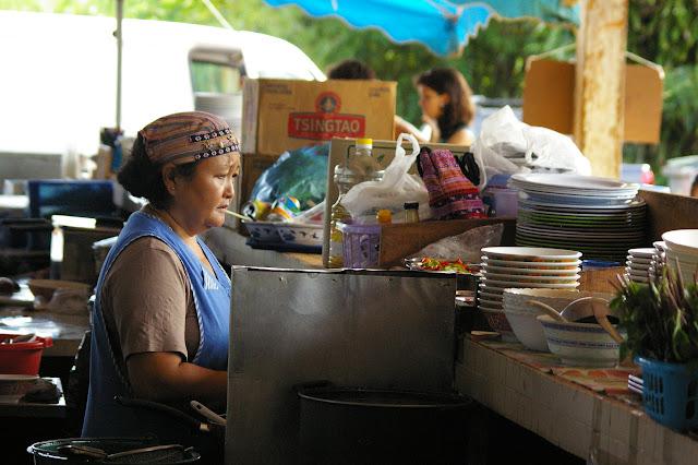 Restaurant sur le marché de Cacao (Guyane). 27 novembre 2011. Photo : J.-M. Gayman