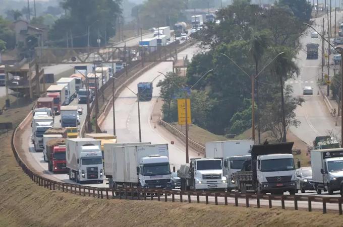 Caminhoneiros ameaçam greve no dia 1° de novembro