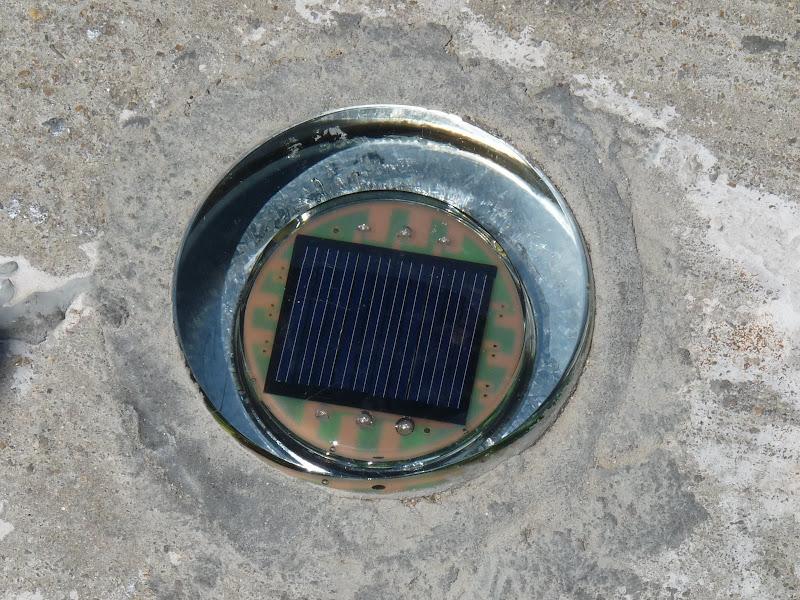 Super.éclairage solaire et LED encastré dans la route