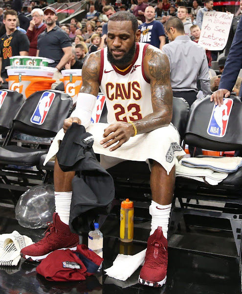 King James Enters 30000 Points Club in Nike LeBron 15 Burgundy PE