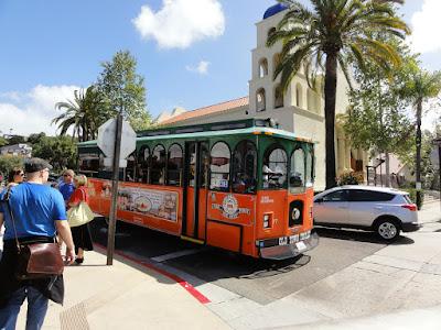 En buss som likner en gammeldags trikk.
