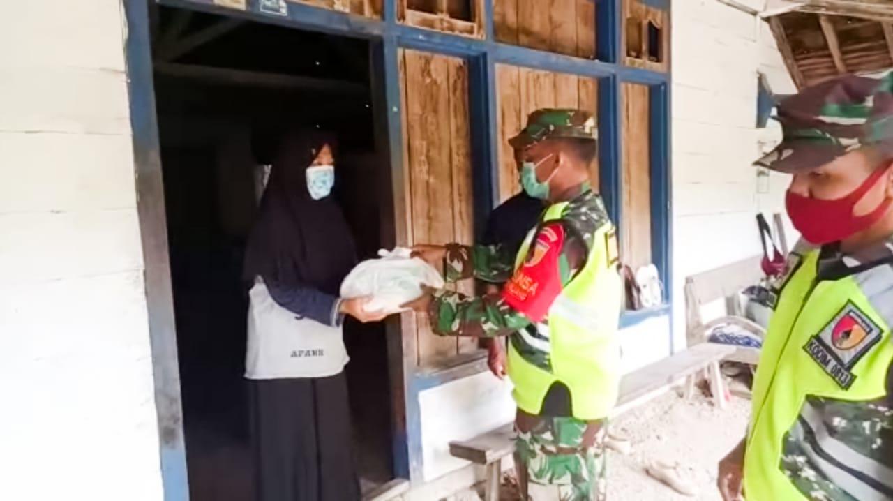 Koramil Kedungadem Bojonegoro Salurkan Bantuan Sembako Untuk Warga Dusun Malangbong