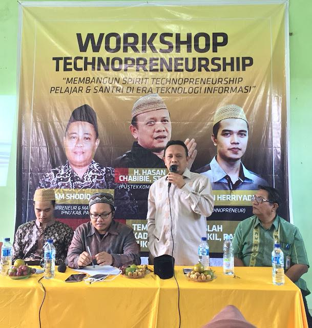Hasan Chabibie ST., M.SI., narasumber dari Pustekkom Kemdikbud RI dalam Workshop Technopreneurship di Ponpes Al-Islah, Kadilangu, Trangkil, Pati, Sabtu (26/08/2017)