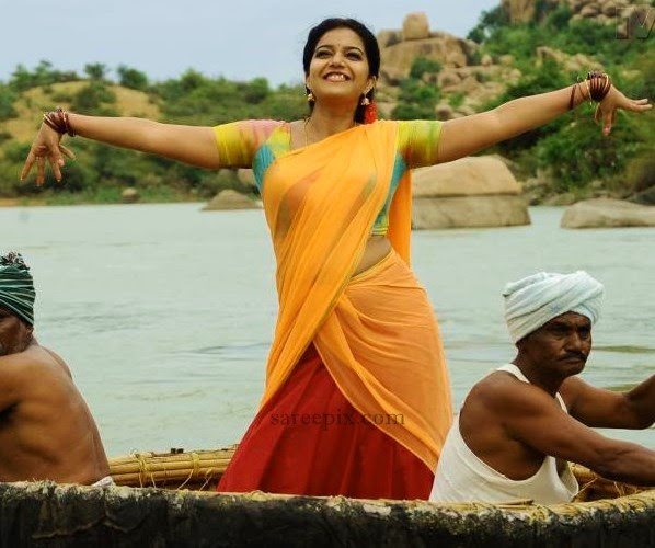Colors-Swathi-shows-her-assets-in-half-saree
