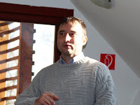 02 Pálinkás Tibor, főszervező köszönti a vendégeket.jpg