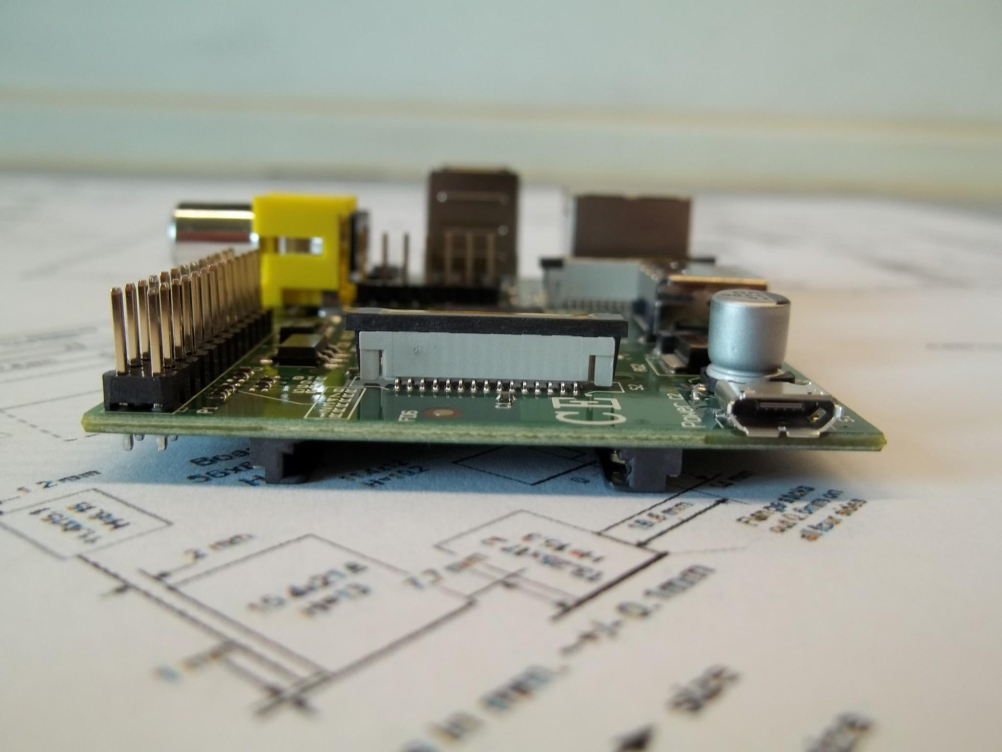 Photo: varie viste della Raspberry Pi Micro USB Power 5V