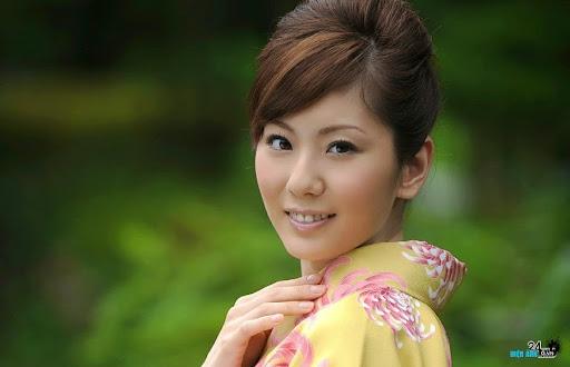 Yuma Asami viết tự truyện về nghề đóng phim người lớn