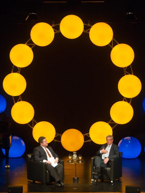 Muntere Talkrunde mit Christoph Wirtz (l.) und Preisträger Jean-Claude Juncker