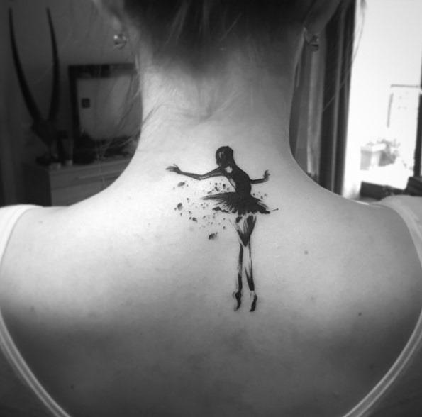 Este stenciled bailarina tatuagem