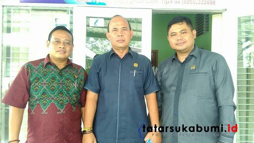Ketua DPRD Kabupaten SukabumiH.M.Agus Mulyadi (tengah) // Foto : Rapik Utama