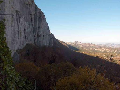 La falaise de la Sainte-Baume vue depuis la grotte de Marie-Madeleine