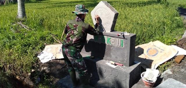 Anggota Satgas Bangun Tugu TMMD Ke-111 Sebagai Simbol Kehadiran TNI Membangun Desa