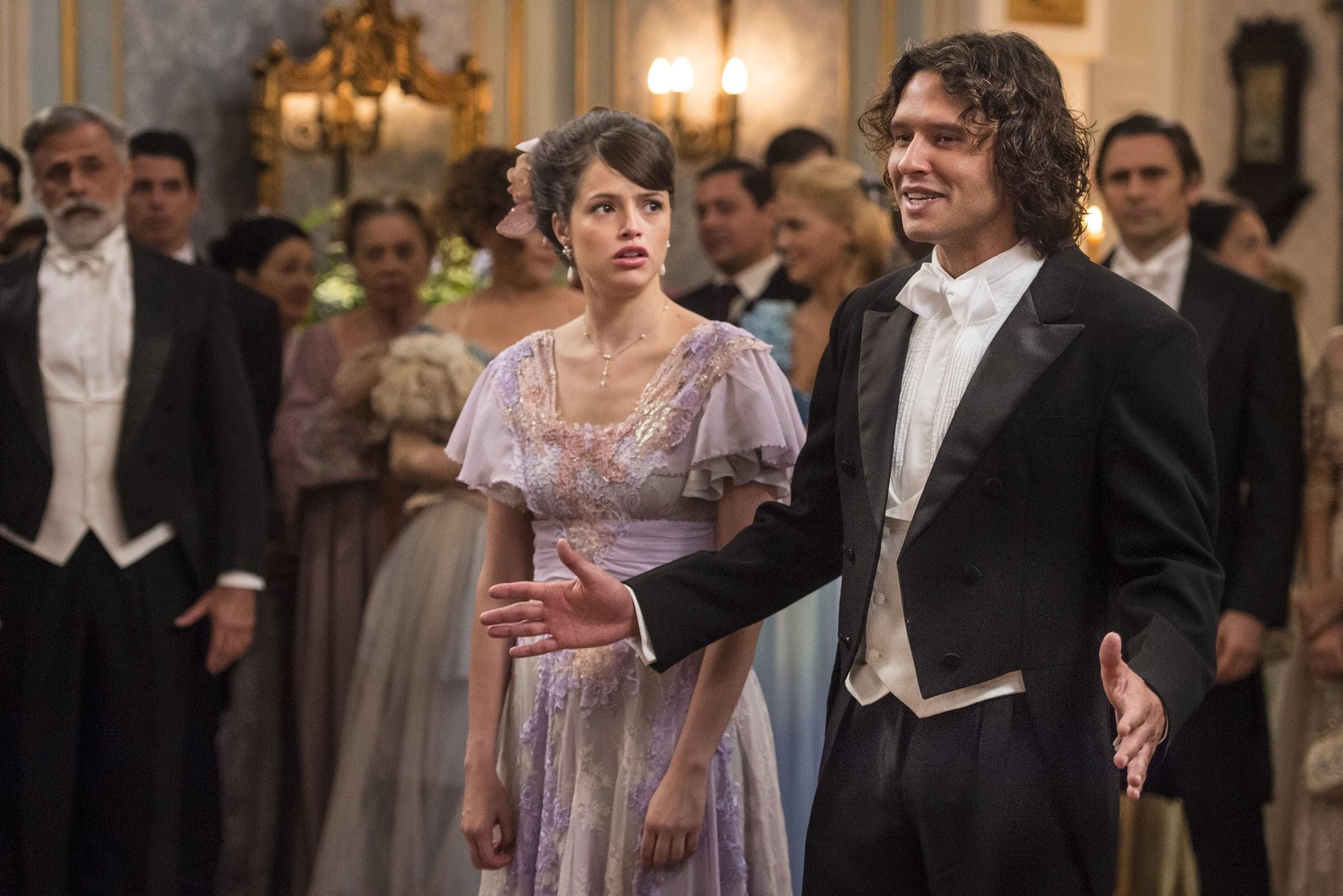 Edmundo (Nando Rodrigues) faz uma cena e rouba a atenção do noivado