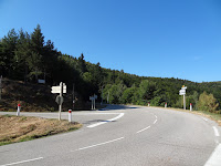 La route de Malons-et-Elze se détache sur la gauche