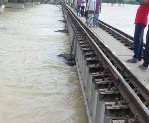 बिहार में बाढ़ का कहर: कई ट्रेनों के रुट में किया गया परिवर्तन, देखें पूरी लिस्ट