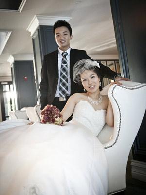 IMAGEM - Samuel Kim e Helen Oh realizaram casamento via Skype